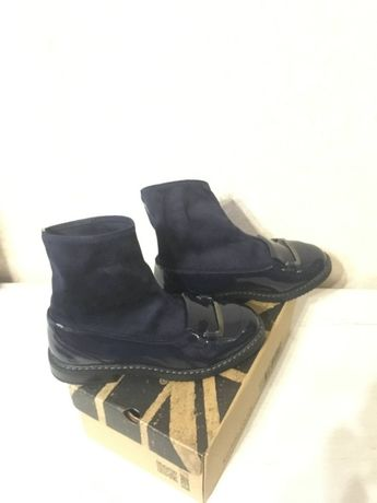 Продам ботинки новые для девочки демисезон (1200р)