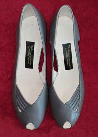 Новые кожаные женские летние туфли босоножки серые