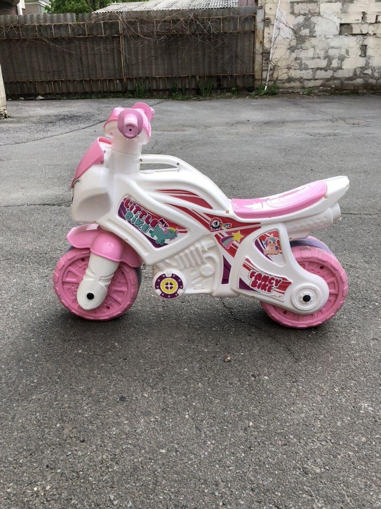 Мотоцикл каталка для девочки розовый