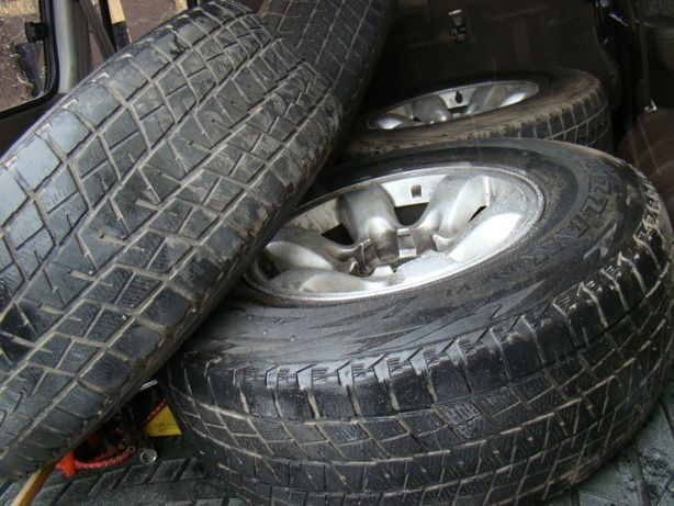 Шины(покрышки без дисков)265/70R16 BRIDGESTONE blizzak ЯПОНИЯ 4 шт