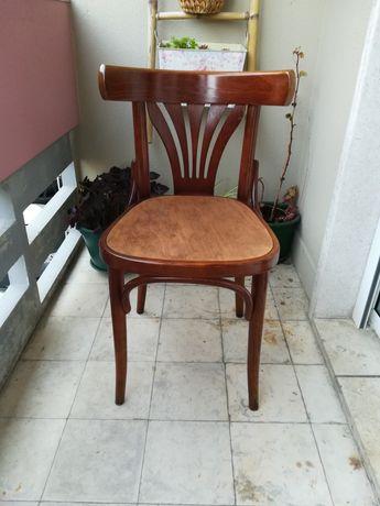 Cadeira em madeira confortável