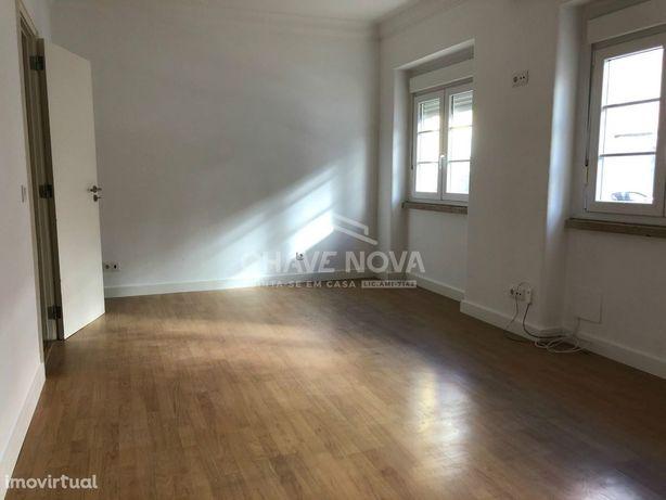 Apartamento T1 Situado Rua da Bem Postinha, nº 35, Lisboa Arroios