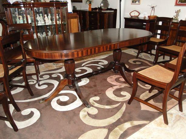 Mesa de sala oval - Em madeira - óptimo estado - Não é extensível pois