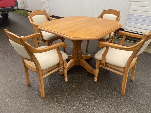 стіл квадратний і 4 стільці