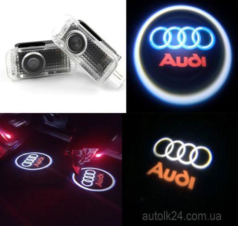 Штатная подсветка дверей c логотипом Audi.