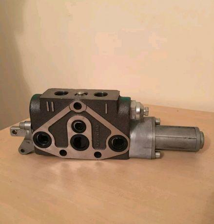 Sekcja rozdzielcza hydraulicznego New Holland nr kat.8739.6804 Nowy