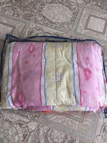 Продам одеяло и подушку в детскую кроватку