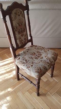 Stylowe krzesło drewniane
