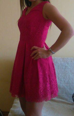 Elegancka koronkowa sukienka