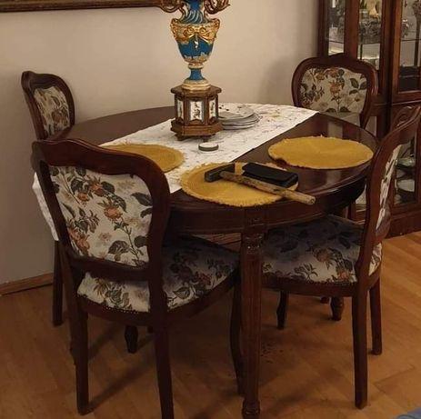 Stół okrągły z krzesłami