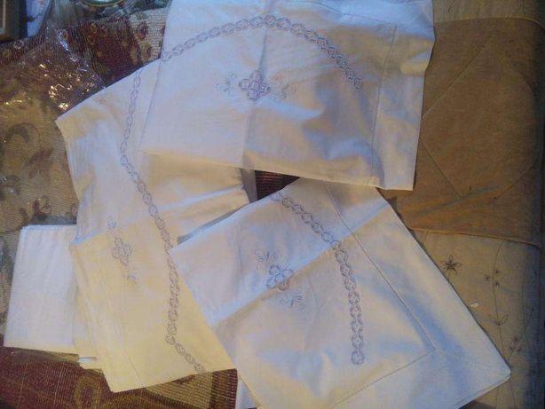 Conjunto de lençóis de casal bordado