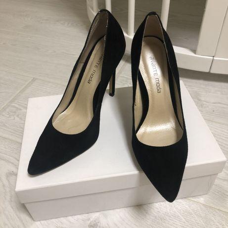 Продам туфли замшевые на каблуке