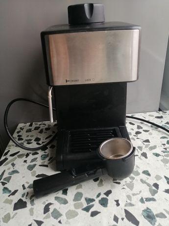 Działający ekspres do kawy ciśnieniowy