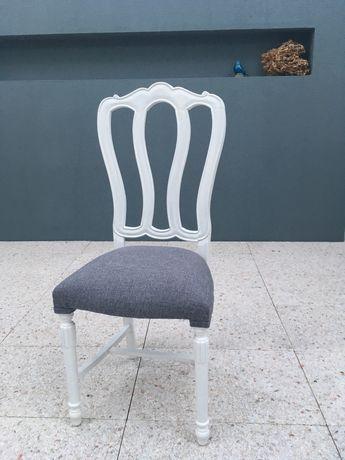 Cadeiras restauradas muito bonitas