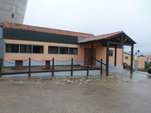 Edifício comercial com Terreno para construção moradia