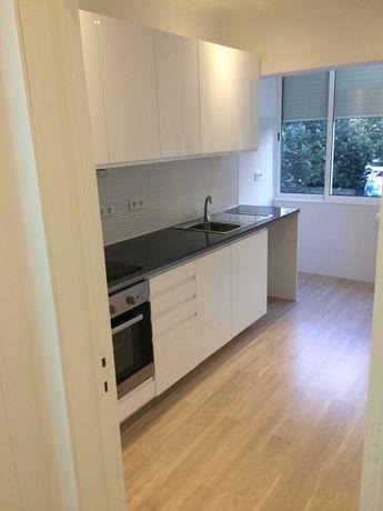 Arrenda-se apartamento totalmente remodelado no centro de Algés