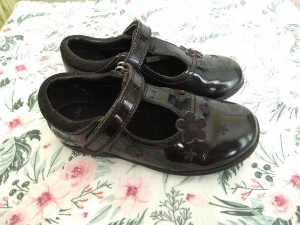 Продам кожаные туфельки Clarks для девочки р.26, стелька 17см