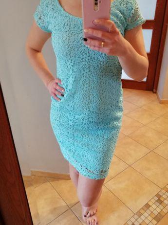Błękitna niebieska sukienka z koronką