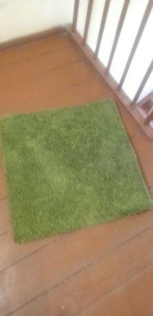dwa dywaniki zielone