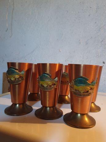 Copos de cobre alusivos a pesca