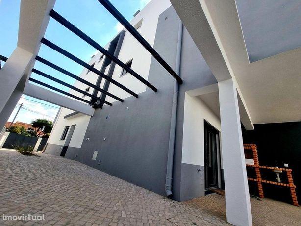 Moradia V4, 3 pisos, com 3 suites, 364m2 terreno, Seixal-...