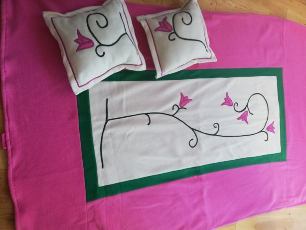 Koc polarowy i dwie poduszki, komplet dla dziewczynki
