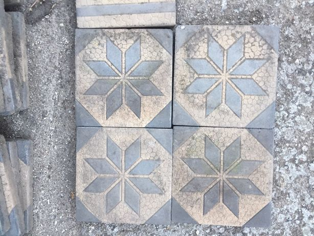 Stare Płytki chodnikowe zdobione