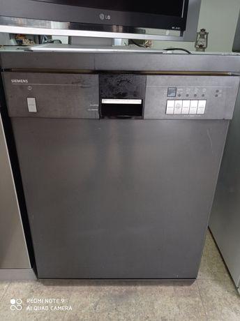 Máquina de lavar loiça cor inox.Entrego em casa