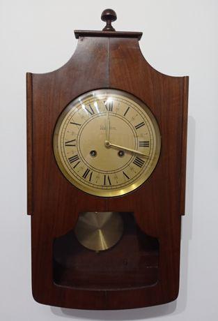 Relógio Reguladora HR 2/320/15 parede. Toca os quartos, meias e horas.