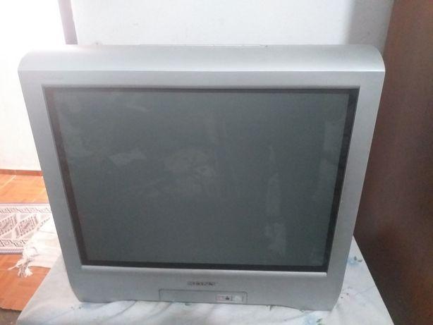 Vendo tv impecável