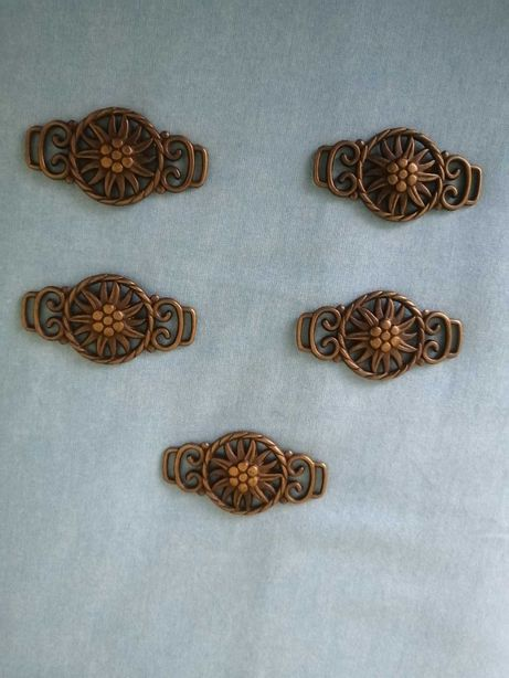 5 fivelas / apliques cobre
