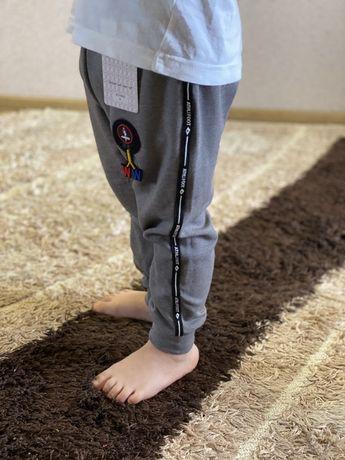 Дитячі спортивні штанішки