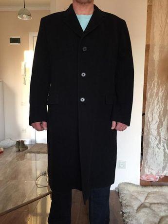 Шикарное мужское кашемировое пальто черного цвета.