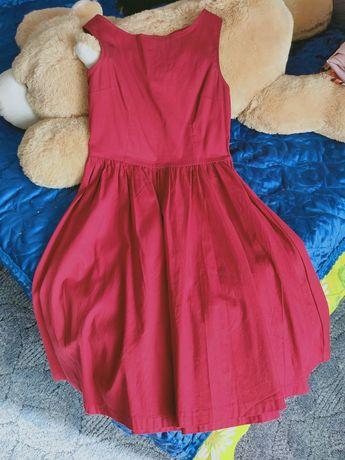 Розовое платье миди длинны
