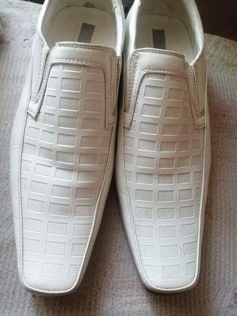 Продам мужские белые туфли