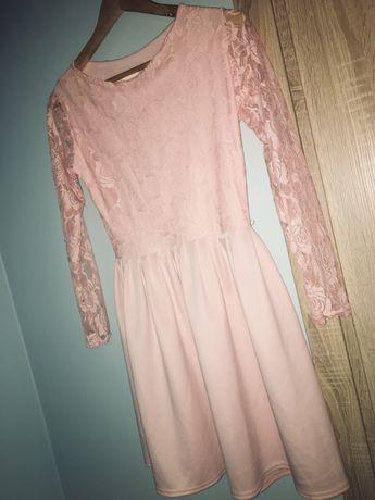 Sukienka z koronkowymi rękawkami