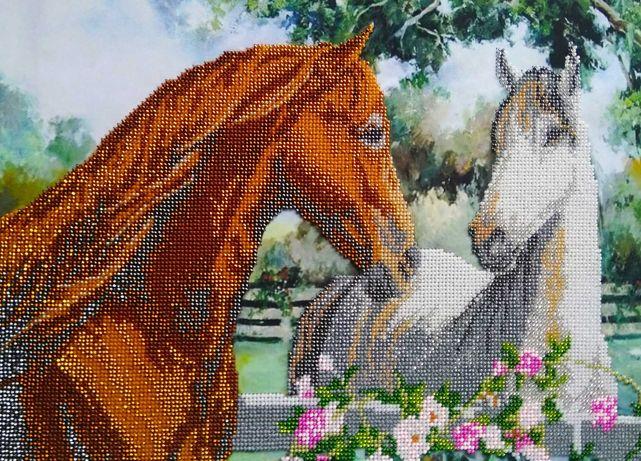 Вышитая бисером картина Пара влюблённых лошадей