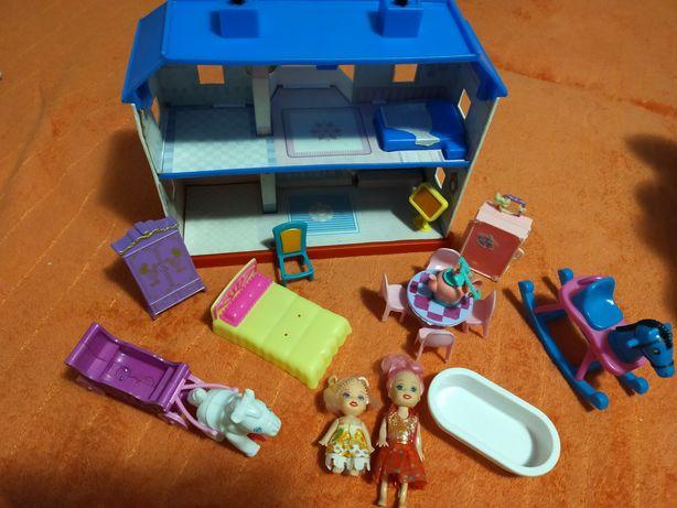 Продам игрушечный домик с мебелью и куколками