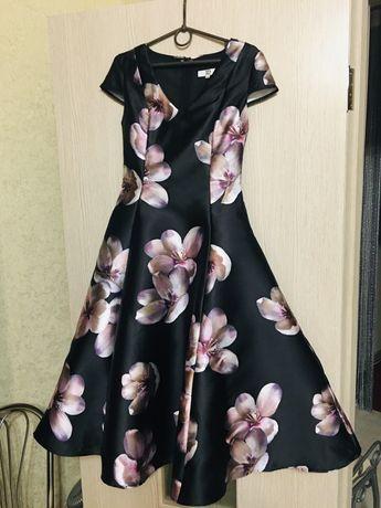 Продам нарядное новое платье