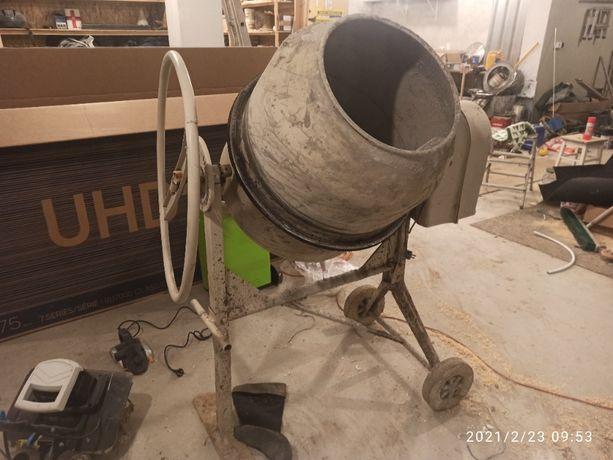 betoniarka pojemność około 130L