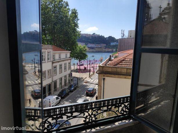 Sala/escritório com vista espetacular para o Douro na Baixa