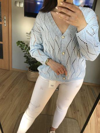 Błękitny sweterek ażurowy rozpinany ozdobne guziki polska produkcja