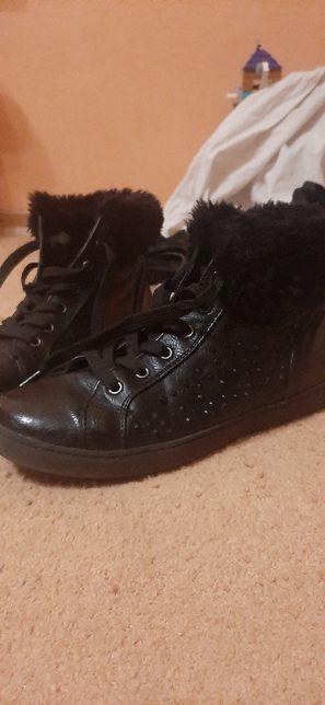 Одежда и обувь на девочку от 9-12 лет.