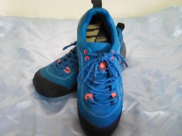 Sapatos de caminhada da marca BERG