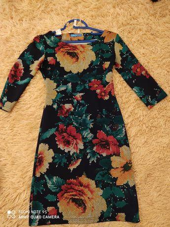 Платье женское, размер s. 700 руб.