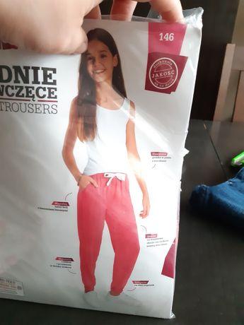 Nowe spodnie dla dziewczynki w rozmiarze 146