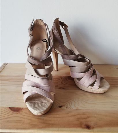 Elegancie sandałki nude na obcasie H&M 36