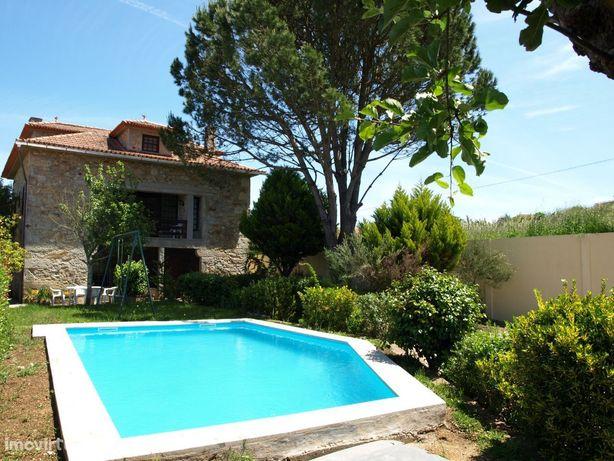 CMN17 Moradia rústica e piscina,local tranquilo. Até 14pax. Bom preço!