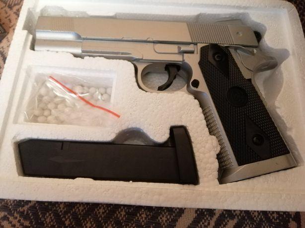 Продам страйкбольный пистолет