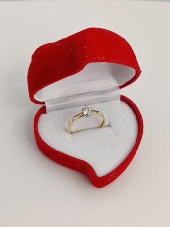 Pierścionek złoty z cyrkonią - idealny na zaręczyny roz 16